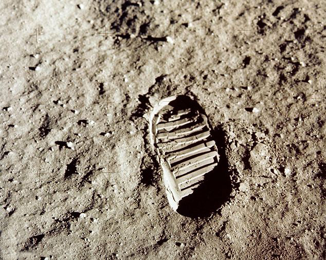 العيش القمر ممكن