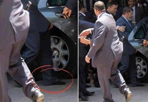 صورة محمد مرسي بدون حذاء