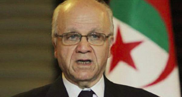الجزائر تؤكد مغادرة أفراد عائلة