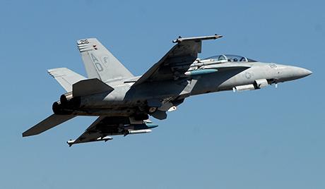 مقاتلة أمريكية تتحطم الخليج العربي