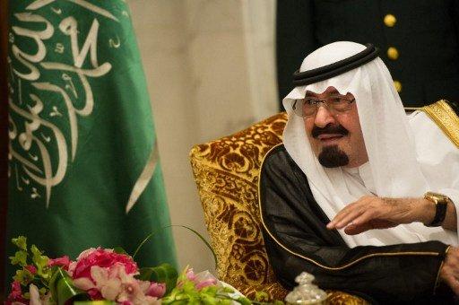 العاهل السعودي يؤكد السماح بتشكيل