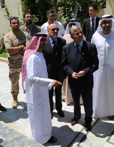 أبوسهمين يتفقد مبنى السفارة الإماراتية