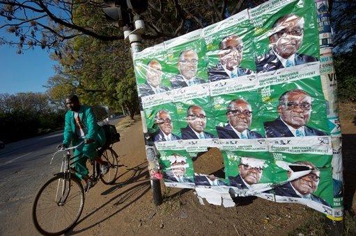 أنصار موغابي يعلنون فوزه الانتخابات